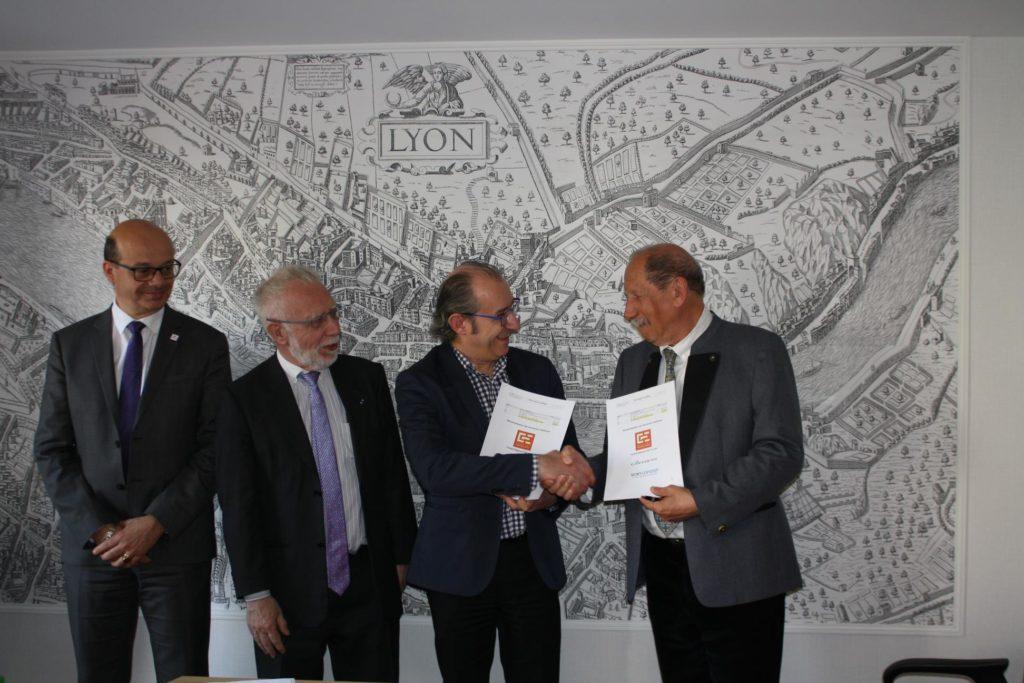 Signature Contrat Conseil Régional OGE Lyon et Damaris